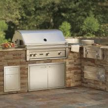 Lynx Professional 36-Inch All Infrared ProSear Built-In Natural Gas Grill with Rotisserie - L36ASR-NG Lynx 36-Inch Gas Grill Built Into Outdoor Kitchen