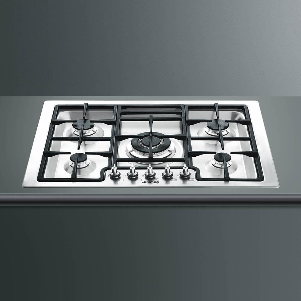 smeg classic 30inch 5burner cooktop lifestlyle view